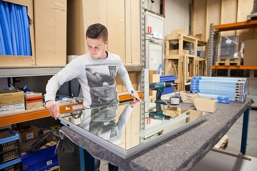 producten zijn banken stoelen tafels kasten scheidingswanden boxbakken hoofdvoetenborden spiegels inclusief verlichting ook maken we koffiecorners